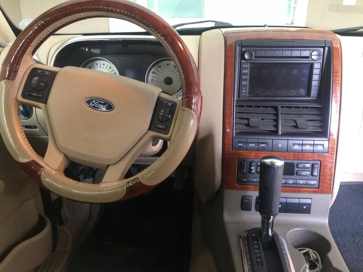 Interior ford Explorer 2006
