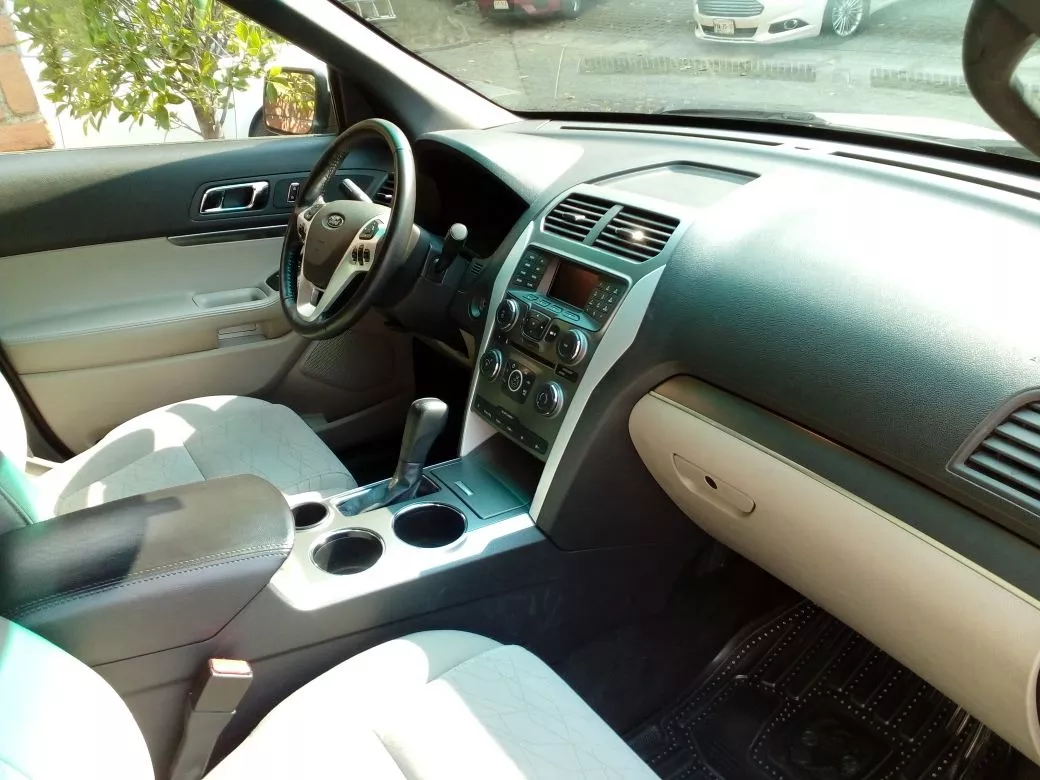 Interior ford Explorer 2011